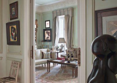 hall, decoración clásica, pintura moderna