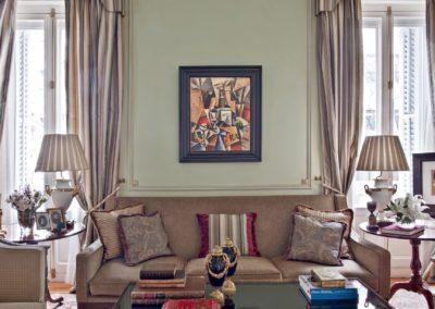 salón, decoración clásica, sofá, lámparas