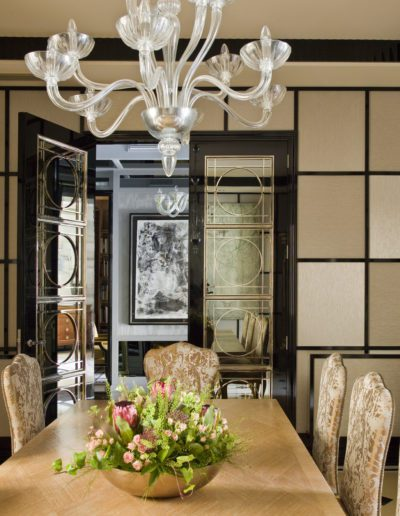 Comedor, dining room, sophisticated, interior design, decoración, mirror, doors, wallpaper