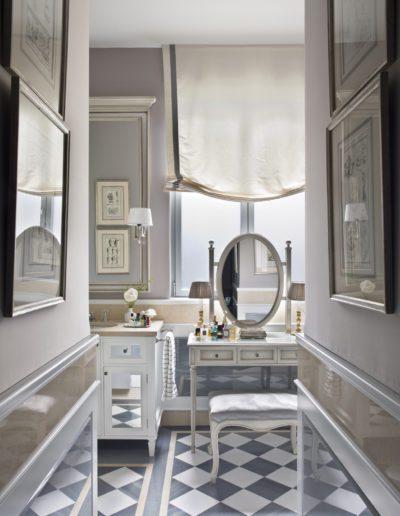 Baño, bathroom, lujo, luxury, classical, tocador, despiece mármol, espejos