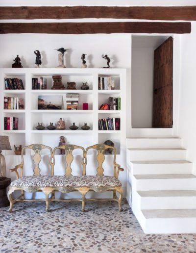 5 Casa Mallorca, banco, bench, hal l, piedra, escalera, librería