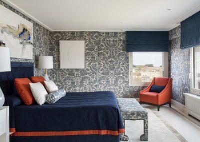 20 Master bedroom dormitorio luxury elegant elegante lujo upholstery blue white entelado view vista