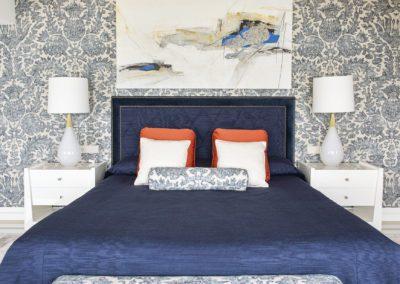 21 Master bedroom dormitorio luxury elegant elegante lujo upholstery blue white entelado view vista